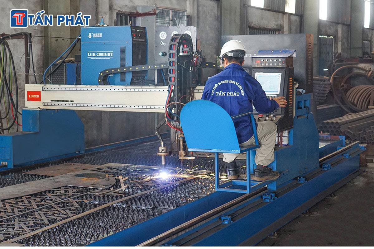 Máy cắt CMC tự động